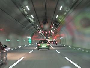 車線変更事故における3つの原因と過失割合について